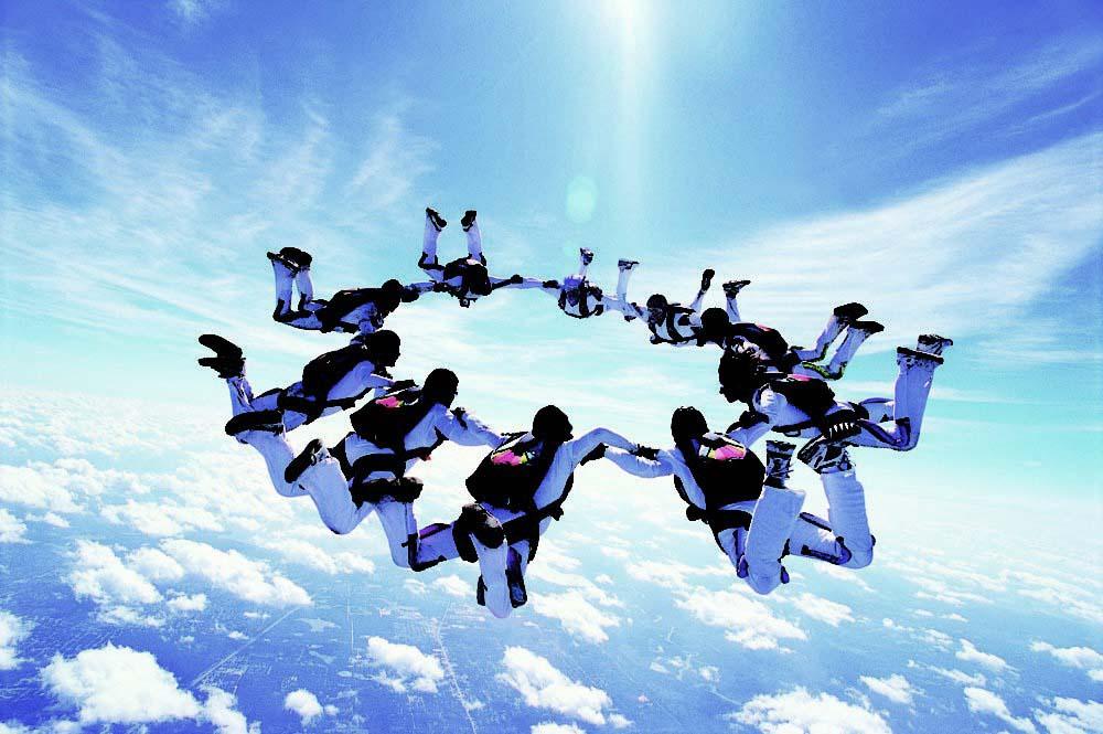 parachutes_dv617062_ret-1-1000x665editsat